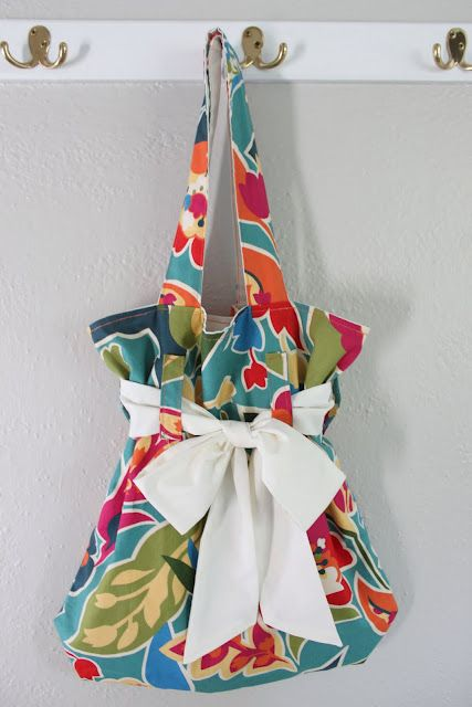 gathered bow tote