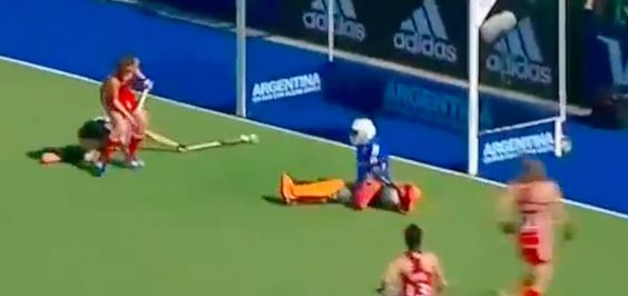 This save by Maddie Hinch will show you how important is to have good flexibility in field hockey ! • A Hockey World, field hockey drills