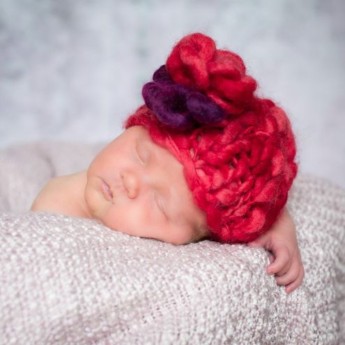 Knitting Pattern For Baby Hat With Flower : Hat flower, Knitting patterns and Baby girls on Pinterest