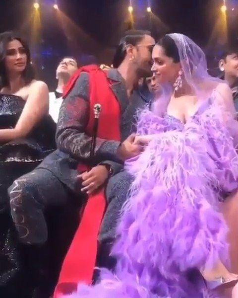 Watch Deepika Padukone And Ranveer Singh Displayed Most Scintillating Chemistry At The Iifa2019 And We Are Meltin Ranveer Singh Deepika Padukone Rekha Actress