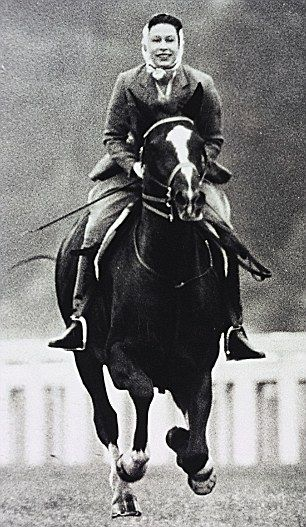 Queen Elizabeth II galloping at Ascot in 1964. First off: love the QE3 Second off…I CANNOT WAIT TO HACK DOBBY!!