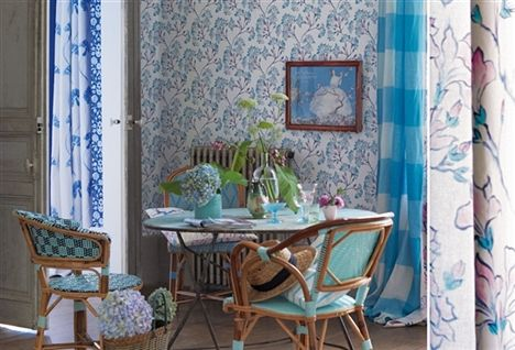 Blått & Turkost. Underbar miljö i blått och turkost, kanske inte en helt förväntad färgkombination. Bild från www.designersguild.com