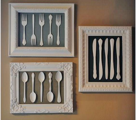 Achei um tutorial bacaninha p/ você decorar sua cozinha ou sala de jantar gastando bem pouquinho. Com uma moldura antiga de porta-retrato ou quadro, um tecido legal para fazer o fundo e talheres an…: