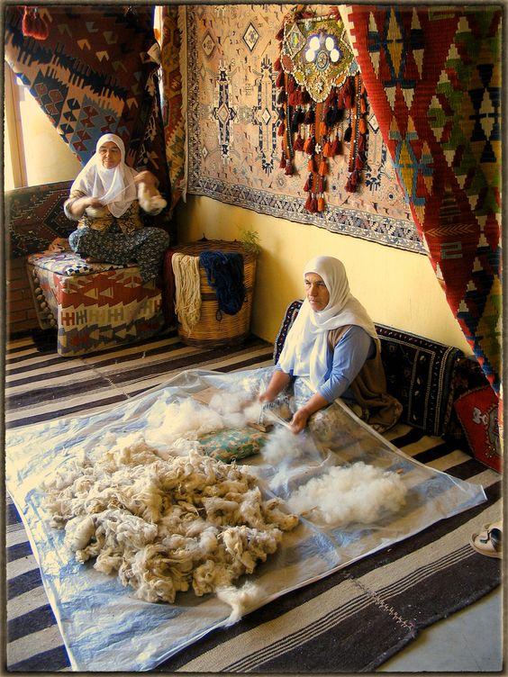 Türk Halısı (Turkish Carpet), Fethiye Traditional carpet making: