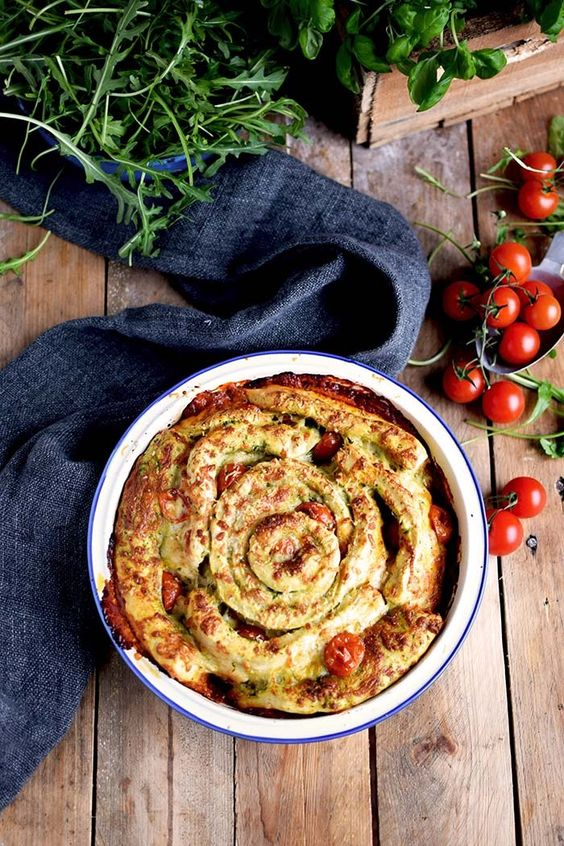 Pizza Pinwheel mit Tomaten und Mozzarella - Pizza Roll with Tomatoes and Mozzarella Cheese (17)