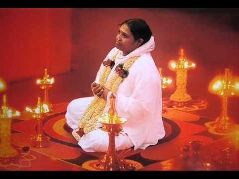Mata Amritanandamayi — Amma bhajan «Mata Rani» - YouTube