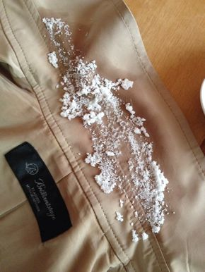 意外と簡単 トレンチコートの襟汚れがすっきり落ちる方法とは
