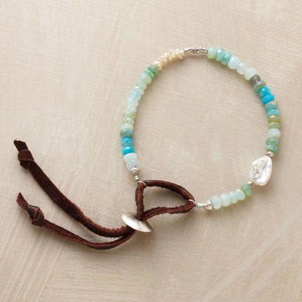 Love the clasp on this bracelet, so original...