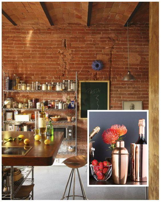 Dalani, Bar Zona Bar in Muratura con Sgabello Tavolo in Legno e Scaffali in…