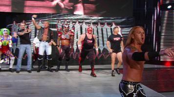 Retos abiertos llevan a algunos de los combates más raros e únicos. Ve a oponentes sorpresa que nunca esperaste ver, de The Undertaker a Lita.