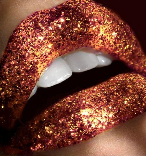 Copper glitter lips.: