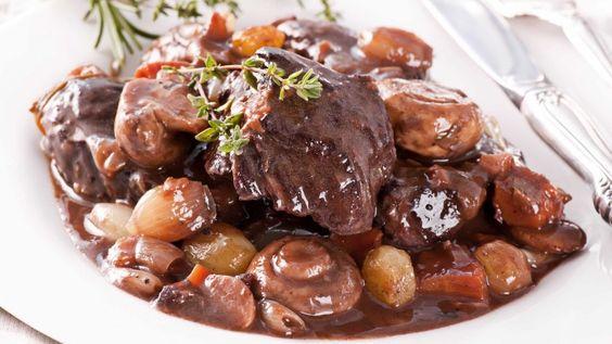 Boeuf Bourguignon, stufato di manzo alla francese ricetta originale, carne