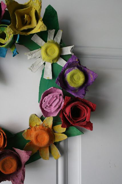 Egg crate flower wreath for the chillens pinterest Egg carton flowers ideas