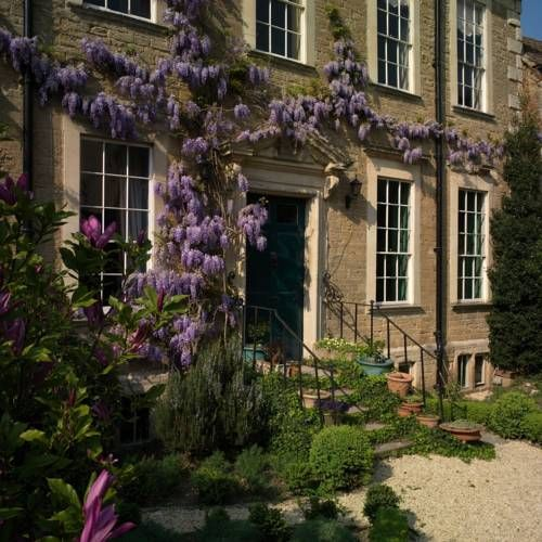 The Merchants House Frome The Merchant?s House is a beautiful property set in the centre of the market town of Frome, in Somerset. This 17th-century home serves a locally sourced, organic breakfast in its spacious, rustic kitchen.