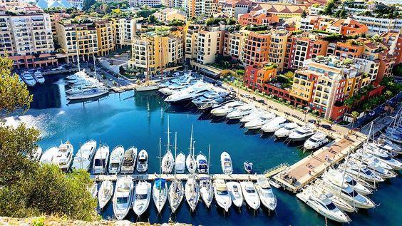 Buongiorno aqui tmb fala-se italiano. Uma das charmosas marinas que abrigam preciosidades náuticas!  one of the charming Marinas of Monaco. #lifestyle #luxury #tourism #destino #travel #turismo #travellers #travelexperience #tour #turismo #monaco #montecarlo @visitmonaco #marina #fontvielle #@visitemonaco #nautica #iateclube #bay #mediterraneo #mediterran by carlosamarcondes