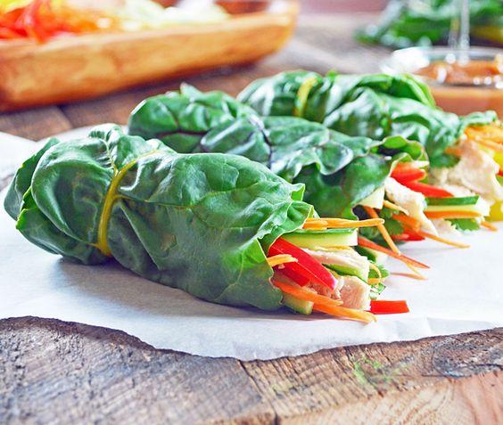 Rouleaux de Bette à Carde au Poulet et Légumes avec Sauce aux Arachides