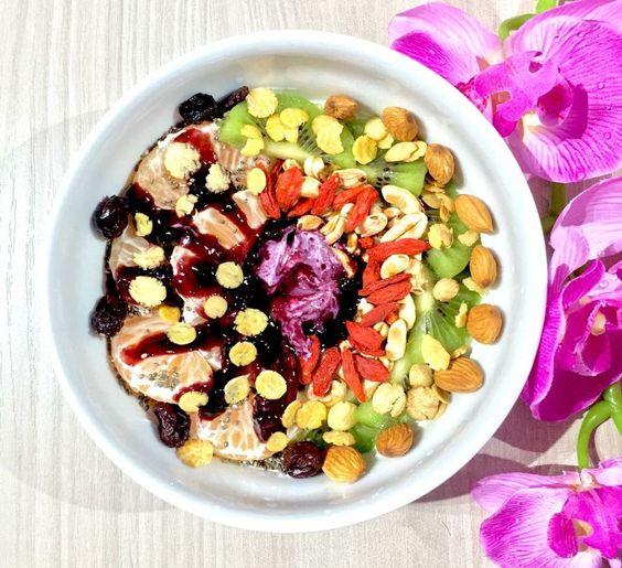 Stamattina pieno di vitamina C con arancia  kiwi  su letto di yogurt greco  + topping di: soia tostatamandorle, bacche di goji ❣ composta di mirtilli e kumut soffiato bio  semi di chia e cranberries essiccati!   #yogurtgreco #greekyogurt #bacchedigoji #kamut #semidichia                                 https://www.facebook.com/Vita-Sana-Diario-830394600415556/