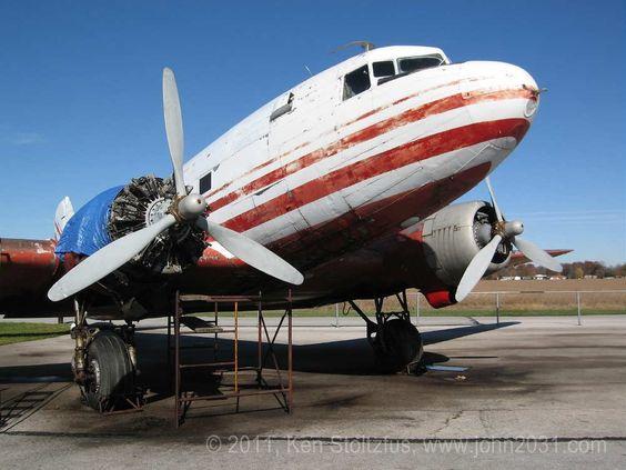 Douglas DC-3 at Fremont, Airport