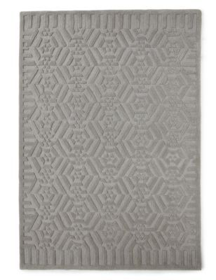 Complement your interior décor with this traditional rug. Stylish, soft and eye-catching for beautiful homes.