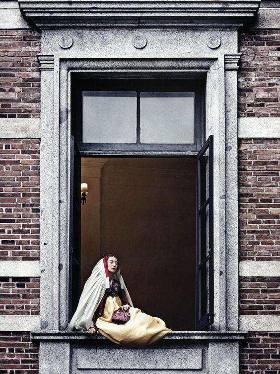 Publicação: Vogue Coréia Agosto 2013 [17th Anniversary Issue]  Editorial: 'Seoul 十景' Fotógrafo: Ogh Sang-Sun Modelos: Stefani Lee e Lee Seung-Mi