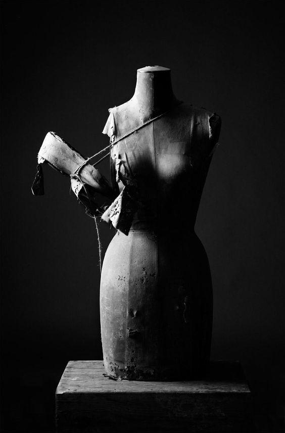 Broken wings. #nealecastelinophotography #nealecastelino #letscreateart #mannequin #broken #wings #blackandwhite #blackandwhitephotos #blackandwhitephotography #light #shadow #art #studio #india_gram #instagram #instafollow #india_clicks #indiapictures #indianphotographers #mumbai #handicap #plaster #thread #woman #body #fashion #fashionphotography #photooftheday #applecrate #brokenpiecesproject