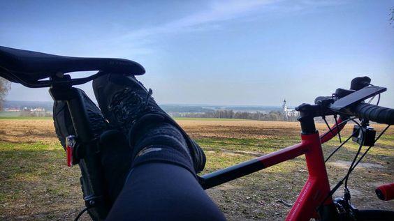 Każdy ma swoje #sralpe. Na punkcie widokowym koło #zerkow #szosowo #strava #proveit #cycling #wymtm #outsideisfree #lightpro #nofilter #vscocam #trip #bikechallenge #viewpoint #wlkp #roadcycling by bobiko
