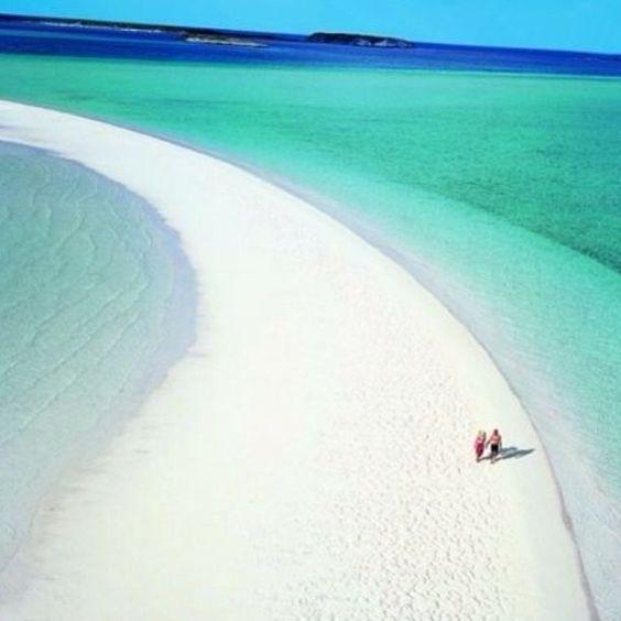 """""""Musha Cay - Bahama.  Musha Cay Resort e uma ilha privada a  137 quilômetros a sul de Nassau,nas Bahamas  que  oferecem aos seus 24 hospedes um cenário paradisíaco e intimo no mais puro conforto e luxo.    Musha Cay Resort is a private island 137 kms south of Nassau in the Bahamas #paraiso #ilhas #praias"""