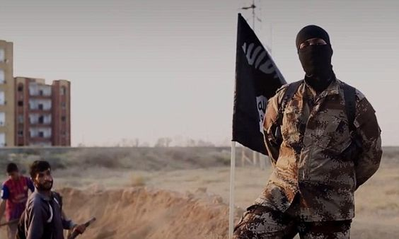 Masked man with AMERICAN accent appears in latest ISIS film