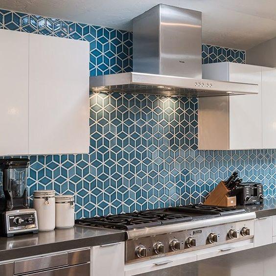 What a backsplash! Our Small Diamonds in Martinique set in an Escher pattern. /Design: @edb_la #tiles #kitchen #backsplash #designinspiration