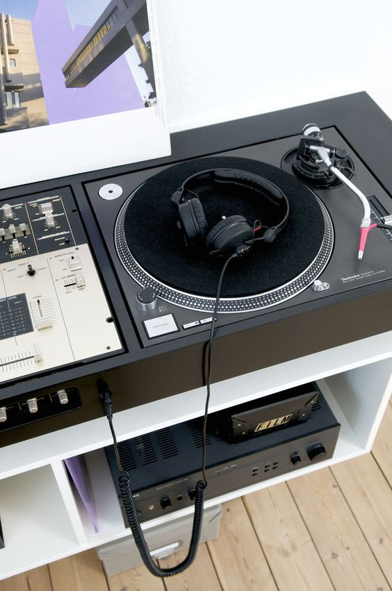 turntable console ulrik bebe dj booths pinterest turntable bebe and consoles. Black Bedroom Furniture Sets. Home Design Ideas