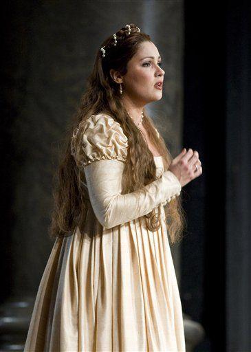 Anna netrebko in bellini 39 s opera il capuletti e i montecci one of the greatest voices today - Anna netrebko casta diva ...