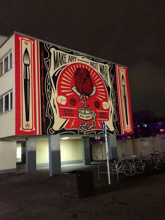 Make art... not war Graffiti in Berlin