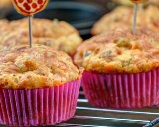 Muffins légers aux Knaki® et aux herbes : http://www.fourchette-et-bikini.fr/recettes/recettes-minceur/muffins-legers-aux-knakir-et-aux-herbes.html