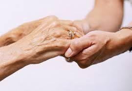 Chaque année, près d'une personne sur trois, de plus de 65 ans, est victime d'une chute à domicile, et au fur et à mesure des années, la transformation du corps augmente le risque de tomber. Par ailleurs, de nombreuses études prouvent que plus le temps passé au sol est long, plus les conséquences physiques et psychologiques sont lourdes. Une vraie problématique de vie quotidienne, qui touche toutes les familles françaises un jour ou l'autre, et dont on parle trop peu