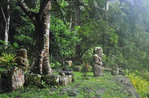 Les iles marquises - Puamau où se situe le gros tiki de la Polynésie