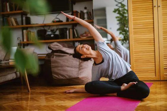 De acordo com o Global #Wellness Institute, 80 a 90% dos resultados de saúde são determinados por sua casa, comunidade e ambiente. Os consumidores estão, portanto, estendendo seus estilos de vida baseados no #bem-estar para seus espaços de vivência, criando centros #fitness em #casa como uma maneira rápida e conveniente de manter a forma.