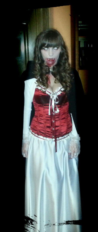 """Una """"terrorífica"""" fotografía de Amparo, con un Corset de www.elsecretodecarol.com ¡Gracias por compartirla! ¡En El Secreto de Carol, tú eres la protagonista! ¿Tienes un corset de El Secreto de Carol? ¡Anímate a hacerte una foto con él y envíanosla a info@elsecretodecarol.com! #corsets #corsés #corpiños #madrid #tienda #online #corsetto #corpetto #corsetsmadrid #elsecretodecarol"""