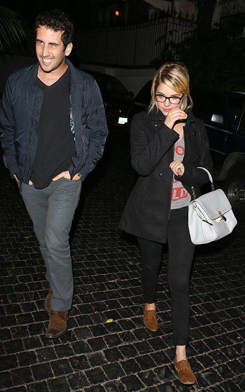 Ashley Benson leaving Chateau Marmont in West Hollywood (October 10). / Ashley Benson dejando Chateau Marmont en West Hollywood (10 de octubre).