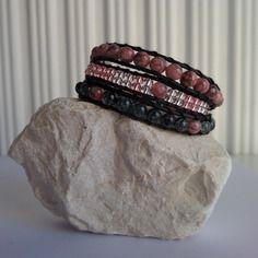 Modèle unique : bracelet wrap 3 tours coton ciré et perles roses