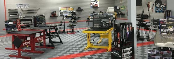Garage Bodenfliesen Vs Epoxy Vergleichen Sie Swisstrax Mit Epoxy Bodenbelag E In 2020 Garage Floor Tiles Tile Floor Garage Floor