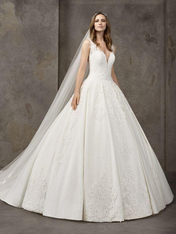 2019 Pronovias Prenses Gelinlik Modelleri Askili V Yakali Belden Oturtmali Islemeli Kiyafet Kombinleri Gelinlik Prenses Gelinlikleri The Dress