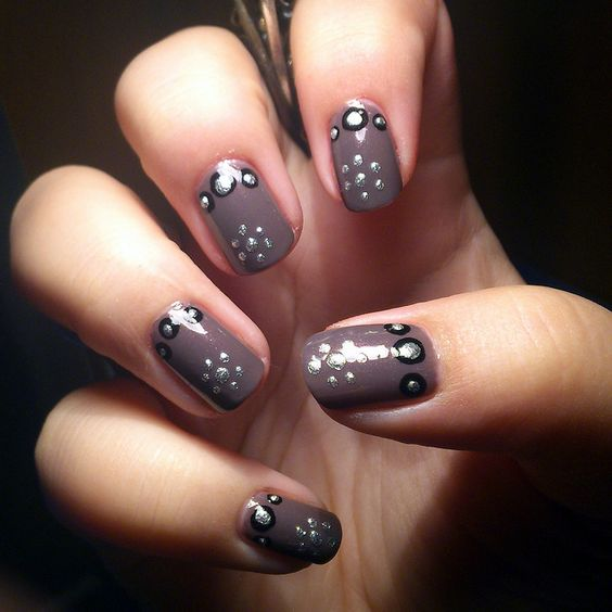 Taupe & dots by Eva's Beads and Nails, via Flickr