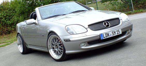 Let the sunshine in!: Am Steuer eines 2002er Mercedes SLK Kompressor (R170) geht die Sonne auf