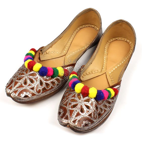 The METALIC LEATHER MULTI COLOR KHUSSA MOJARI FLATS  by Indiatrend. Shop Now at WWW.INDIATRENDSHOP.COM