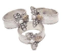 I do love these Bee Napkin Rings
