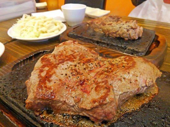 富士山の溶岩石で焼く本格ステーキが楽しめる やっぱりステーキ さん
