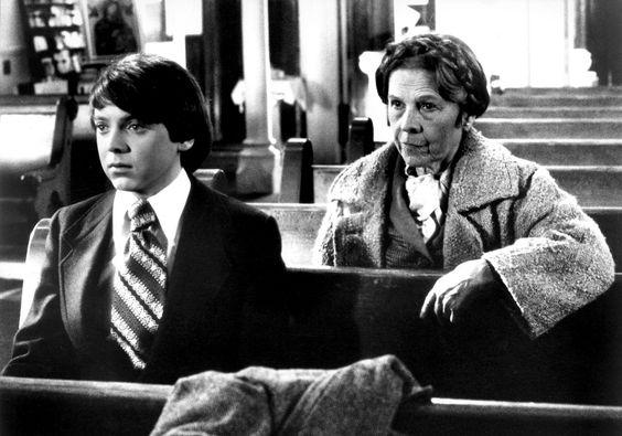 Harold und Maude ist ein 1971 unter der Regie von Hal Ashby nach dem Drehbuch von Colin Higgins gedrehter Spielfilm. Ruth Gordon: Maude -   Bud Cort: Harold