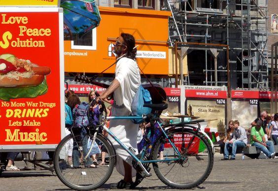 In Amsterdam, het kloppend hart van Nederland  kom je onvoorstelbaar veel inspirerende kleurrijke mensen uit alle landen van de wereld tegen die heel de wereld tonen hoe we samen in alle vrede verder moeten gaan.  Stan Rams Fotos 2014
