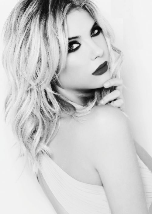 forthosewhocravefashion:  Ashley Benson: