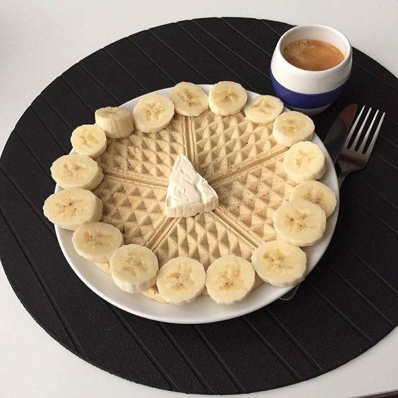 Bom dia para quem acordou de mau humor  E para quem não  #bomdia #goodmorning #breakfast #eusouwh #3porsemana #juntossomosmaisfit #maispertoqueontem #missfitteam #carmo_rs #sagafit #sagafitpt #fitnessportugal #portugalgetfit #fitness #fit #fitfam #fitspo #healthy #healthyfood #healthyliving #comerlimpo #eatclean #foodporn #oatmeal #instapic #instafood #instamood ( # @carolina_sampaiop)